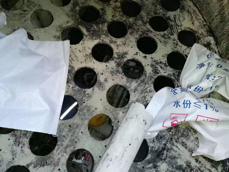 我公司为河北客户更换氨水过滤器过滤管